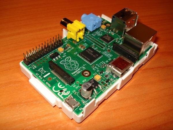 Микрокомпьютер Raspberry Pi в стандартном корпусе-мыльнице